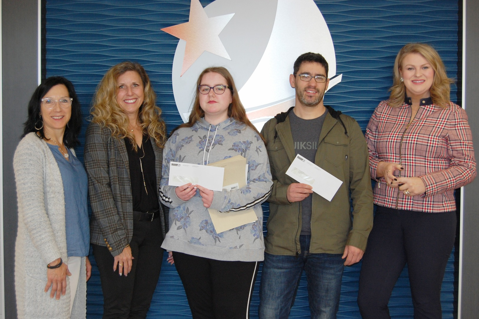 From left to right: Monique Hébert-Savoie, principal of l'École l'Odyssée ; Brigitte LeBlanc-Miller, WorkSafeNB; Macey Thibeau, first place winner; Frédérick Harrison, teacher; and Laragh Dooley, acting director of Communications WorkSafeNB